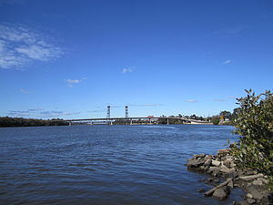 Hunter River (New South Wales) - Image: Bridges across Hunter River at Hexham, NSW