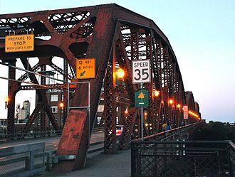 Broadway Bridge (Portland) - Lights along the bridge