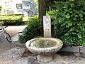 Brunnen Mädchen mit Garbe.jpg