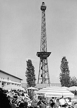 Funkturm Bundesarchiv, B 145 Bild-P019336 / CC-BY-SA 3.0 [CC BY-SA 3.0 de (https://creativecommons.org/licenses/by-sa/3.0/de/deed.en)], via Wikimedia Commons