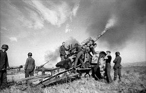 15 cm Kanone 18 - Image: Bundesarchiv Bild 101I 217 0496 04, Russland Süd, schweres Geschütz, feuernd