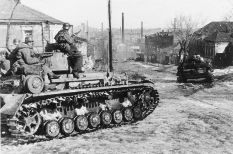 Bundesarchiv Bild 101III-Zschaeckel-189-13, Russland, Charkow, Waffen-SS mit Panzer IV