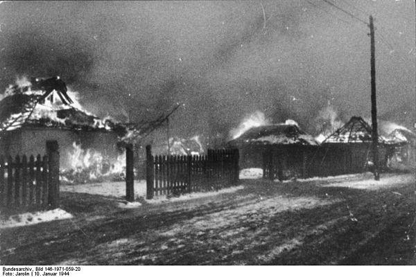 Gårdar bränns innan tyskarna kommer fram, brända jordens taktik