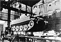 """Bundesarchiv Bild 146-1972-064-61, Kassel, Verladen eines Panzer VI """"Tiger I"""".jpg"""
