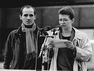 Ulrich Mühe - Mühe and fellow actor Johanna Schall speaking at the Alexanderplatz on 4 November 1989, following a demonstration by half a million citizens