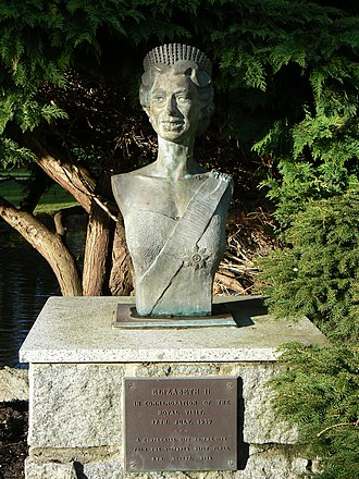 Royal monuments in Canada - Image: Bust of Queen Elizabeth II in Beacon Hill Park Victoria BC Canada