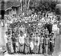 COLLECTIE TROPENMUSEUM Een groep jonge mannen (Bujang baru) in Penoekal Java TMnr 10002923.jpg