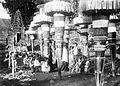 COLLECTIE TROPENMUSEUM Grote offergaven voor een dodenceremonie Bali TMnr 10003310.jpg