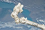Canadarm2 Latching End Effector and joints (ISS052e000402).jpg