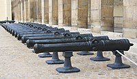 Canons Louis XV cour Invalides.jpg