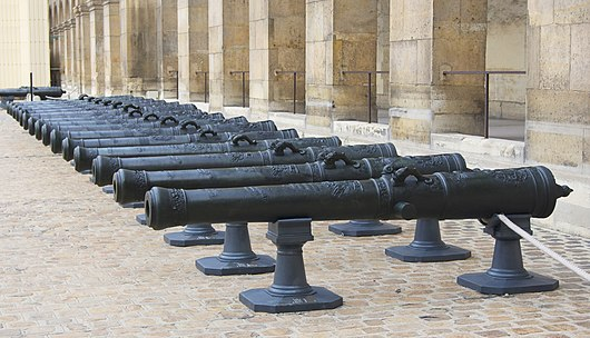 A series of bronze Canon de 12, époque of Louis XV, Honorary Courtyard (French: Cour d'Honneur) of Les Invalides.[4]