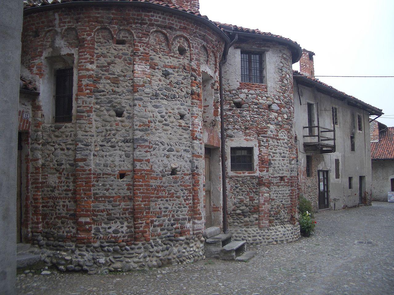 Il castello-ricetto di Carpignano ec0047a9167