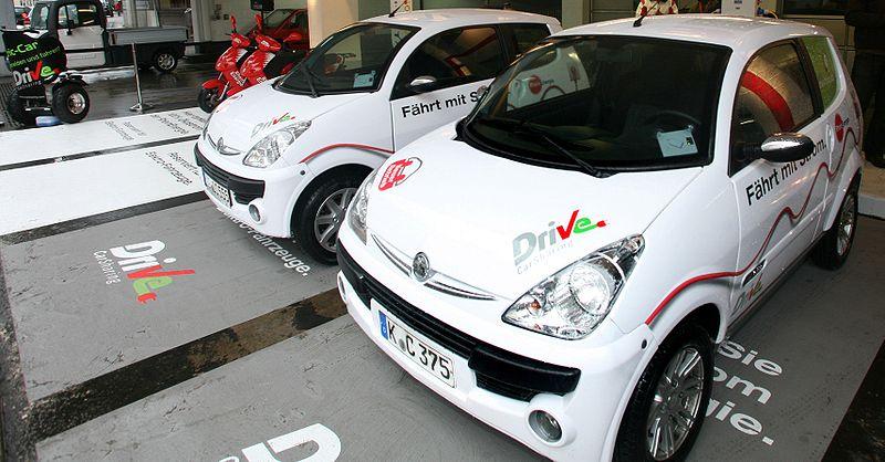 File:Carsharing Elektroautos in Köln.JPG