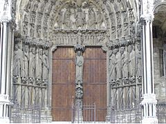 Cathedrale nd chartres sud016.jpg