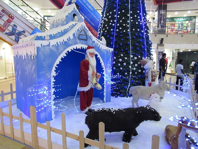 File:Christmas-decoration-at-skywalk-mall-chennai.jpg