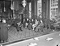 Churchill wordt benoemd tot ereburger van Amsterdam. In de raadszaal van het sta, Bestanddeelnr 901-7389.jpg