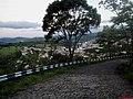 Cidade de Amparo vista na subida do Morro da Biquinha com 863 metros de altura. Neste local está localizado o Cristo Redentor de Amparo e o Parque Turístico Chico Mendes. - panoramio.jpg