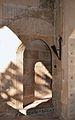 Claustre del monestir de la Trinitat de València, arc en esbiaix.JPG