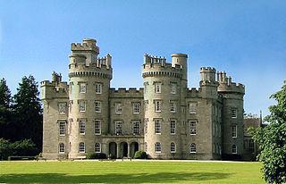 Datei Cluny Castle Front View Jpg Wikipedia