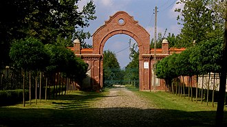 Jewish Cemetery, Łódź - Entry gate leading to the cemetery.