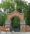 Cmentarz rzymsko-katolicki (1805r.,1897r.) Brama (1909r.) - Biała Podlaska ul.Janowska-Nowa woj. lubelskie ArPiCh A-63.JPG