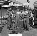 Coca Cola drinkende deelnemers Olympische Spelen, Bestanddeelnr 905-2179.jpg