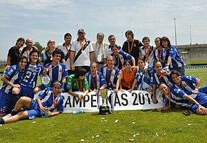 RCD Espanyol Femenino - Espanyol players celebrating the 2010 Copa de la Reina title.