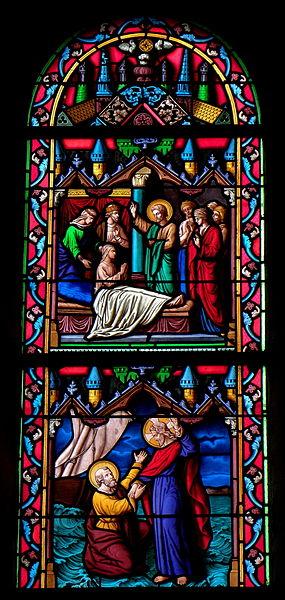 Vitrail de l'église Saint-Julien du Mans de Couesmes-en-Froulay, commune de Couesmes-Vaucé (53). Saint-Pierre marchant sur les eaux, et ressuscitant un malade.