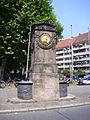 Dürer-Pirckheimer-Brunnen Maxplatz Nürnberg 01.jpg