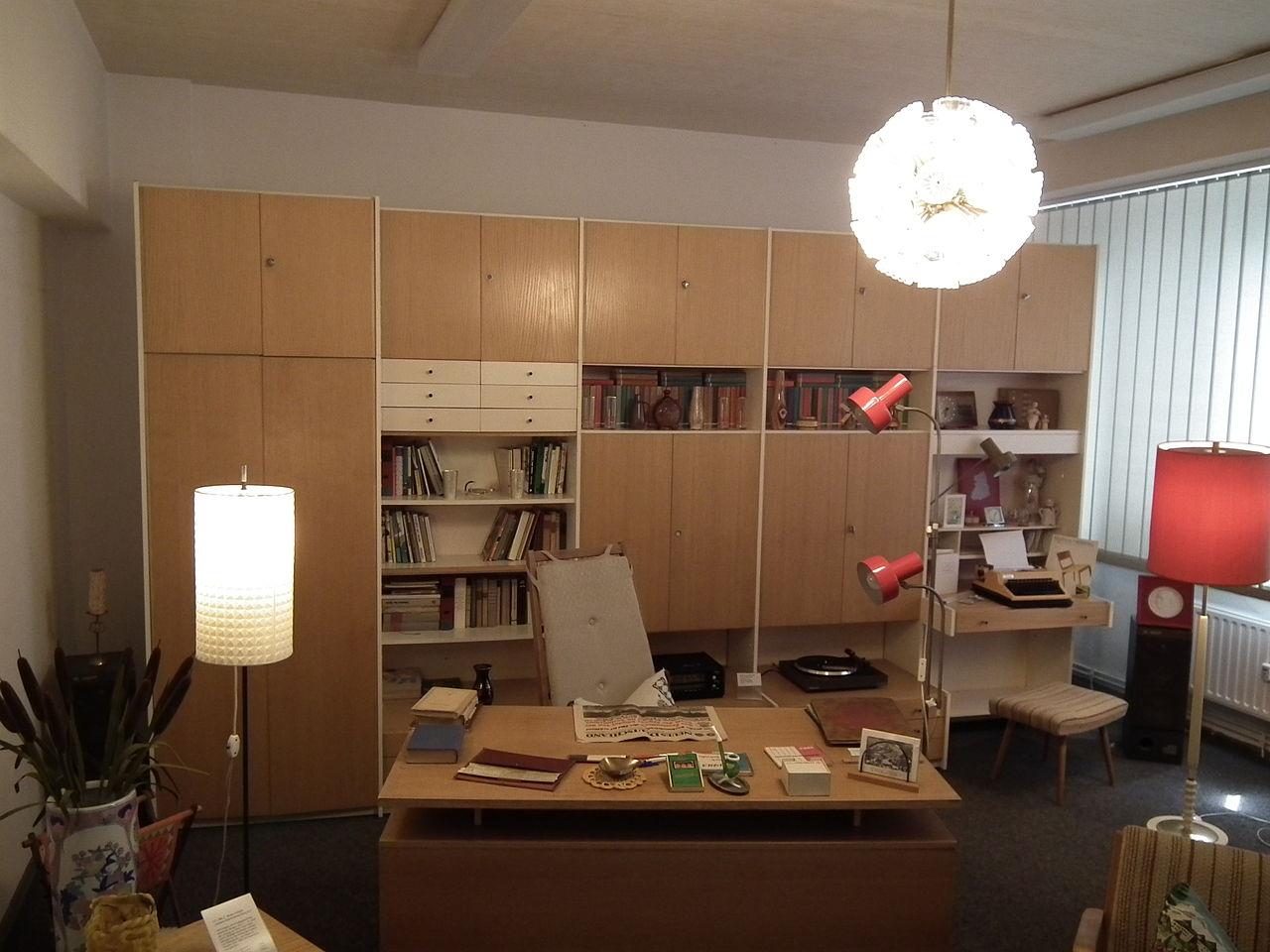 File:DDR Museum Zeitreise Radebeul Arbeitszimmer.jpg - Wikimedia Commons