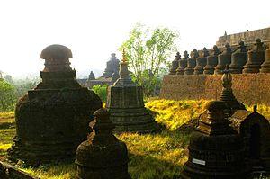Shite-thaung Temple - Image: DSC00103 Burma Mrauk U Arakan State Shittaung Temple Row of stupa Sunset (7573298308)