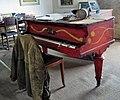 DSC 6225 copy Le piano rouge de Mélik.jpg