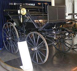 Daimlers ombyggda hästdroska från år 1886.