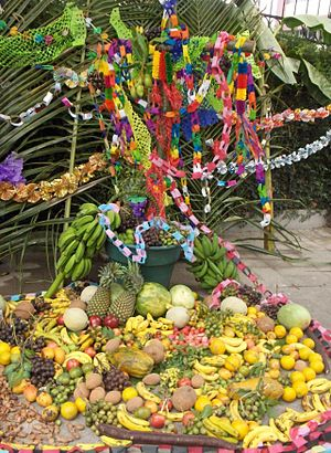 external image 300px-Decorated_cross_with_offerings_during_the_Day_of_the_Cross%2C_El_Salvador.jpg