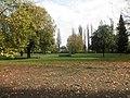 Dessau Friedhof 2 Gräber Bombenopfer 2.JPG