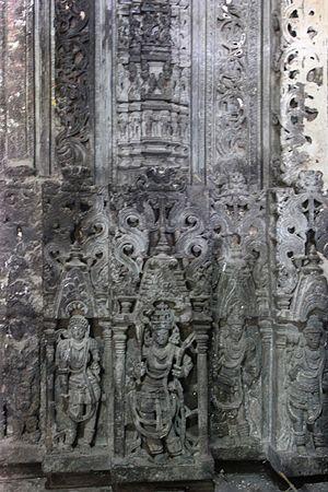 Kalleshvara Temple, Ambali - Image: Door Jamb relief in Kalleshvara temple at Ambali