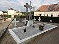 Doucelles (Sarthe) carré militaire au cimetière.jpg