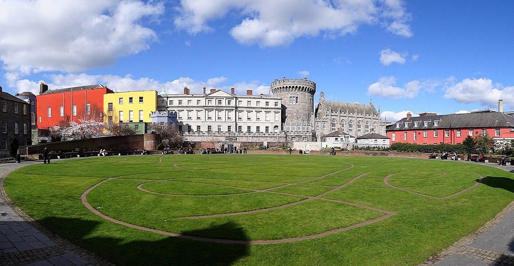 Dvorci koje verovatno nikada nećete posedovati - Page 3 1024px-Dublin-Castle-Green-Park-2012