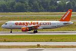 EasyJet, G-EZUF, Airbus A320-214 (24047133592).jpg