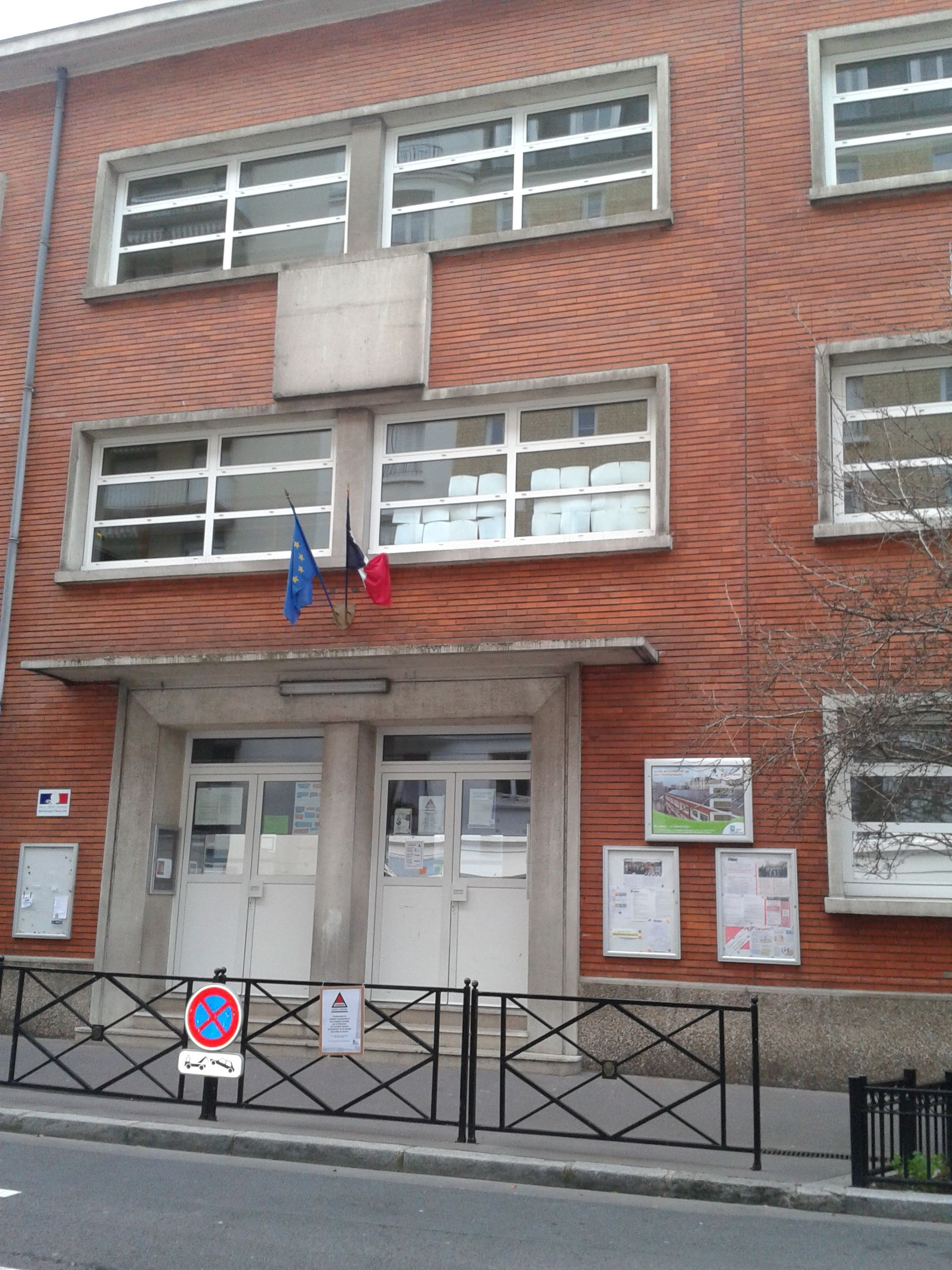 Courbevoie France  City new picture : Ecole Anatole France, Courbevoie, France Wikimedia Commons