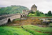 Eilean Donan Castle - geograph.org.uk - 134915.jpg