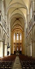 Einblick Chor Saint-Benigne Dijon.jpg