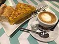 El DesayunaGalicia dulce y salado tortilla y cafe (24842716319).jpg