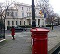 Embajada de España en Londres con buzón, Londres, Reino Unido, enero de 2015.jpg