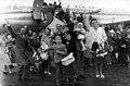 Emigranten naar Australië op Schiphol (2949245974).jpg