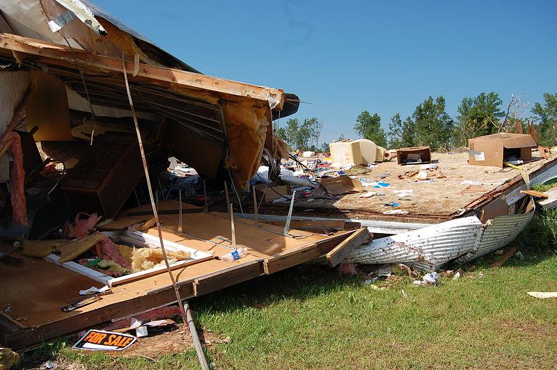 File:FEMA - 44747 - Tornado damage to a mobile home in Minnesota.jpg