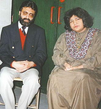 Abida Parveen - Parveen with the Pushto singer Fazal Malik Akif in Manchester, 1994.