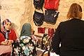 Femme vendeuse artisanat galerie mahmoud fendri casbah 1.jpg
