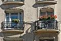 Fenêtres dun immeuble art nouveau dHector Guimard à Paris (4818338681).jpg