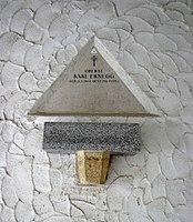 Feuerhalle Simmering - Arkadenhof (Abteilung ARI) - Karl Ernegg 01.jpg